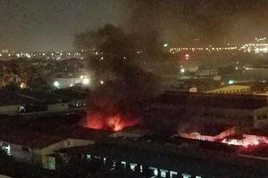 Dập tắt nhanh đám cháy kho hàng tại phường Việt Hưng, Long Biên