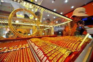 Chứng khoán lao dốc, nhà đầu tư quay lại với vàng sau thời gian dài 'ghẻ lạnh'