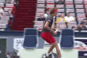 Zverev khiến cậu bé nhặt bóng sợ hãi vì màn ăn mừng ở Shanghai Masters