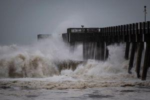 Siêu bão 'quái vật' Michael tàn phá Florida, hàng triệu người sơ tán