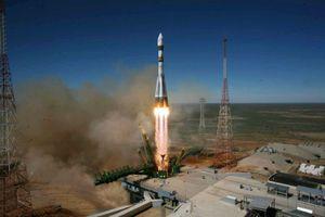 Tên lửa Nga hỏng hóc trên không, phi hành gia hạ cánh khẩn cấp