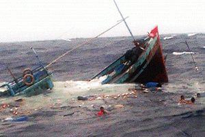 Chìm tàu ở Trường Sa, 44 ngư dân được cứu sống
