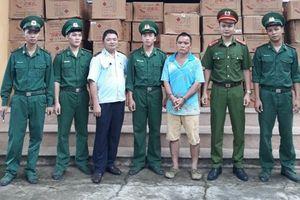 Bị bắt khi đang lén lút chở hơn 2 tấn pháo nổ vào Việt Nam tiêu thụ