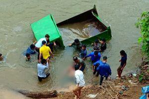 Xe ô tô tự chế rơi xuống suối, tài xế 17 tuổi tử vong