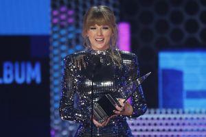 Lập kỉ lục tại AMA 2018, 'rắn chúa' Taylor Swift không quên kêu gọi mọi người đi bầu cử