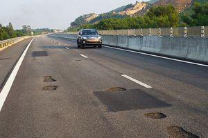 Bộ trưởng Giao thông: 'Cao tốc nghìn tỷ hỏng không phải do mưa nhiều'