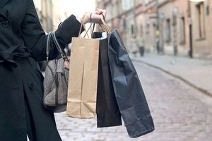 Chi 21 triệu USD mua đồ xa xỉ, một phụ nữ bị ra tòa