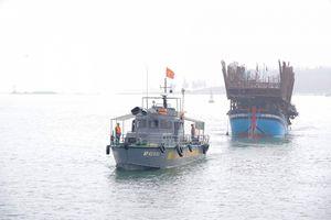 Chìm tàu câu mực, 45 ngư dân may mắn thoát nạn