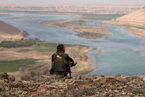 Mỹ đang làm gì ở bờ đông sông Euphrates, Syria?