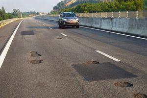 Cao tốc 34.000 tỷ vừa thông xe đã hỏng: Phê bình Chủ tịch HĐTV và Tổng giám đốc VEC