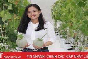 Vợ chồng kỹ sư trẻ ở Hà Tĩnh trồng dưa lưới công nghệ Israel