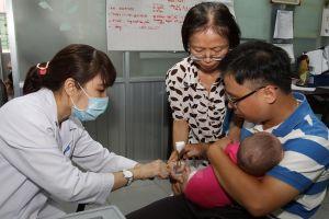 Dịch bệnh bùng phát: 90% người nhập cư không tiêm chủng đầy đủ