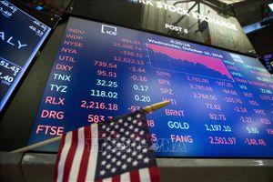 Chứng khoán Mỹ bổ nhào do bán tháo cổ phiếu