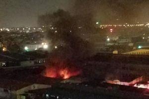 Cháy xưởng sản xuất đồ chơi tại Hà Nội, khói bốc cao chục mét