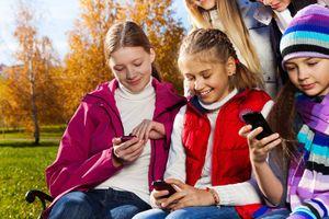 Chỉ nên cho trẻ em sử dụng màn hình tối đa 2 giờ mỗi ngày