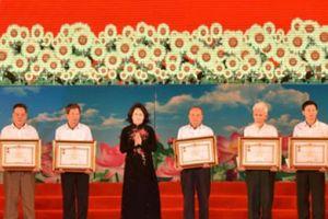 Truy tặng danh hiệu Anh hùng cho 9 liệt nữ đất Lam Hạ