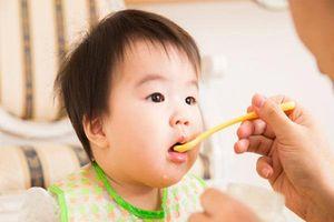 Cách thêm dầu ăn vào món ăn dặm giúp cơ thể bé hấp thu tối đa dưỡng chất, phát triển trí thông minh