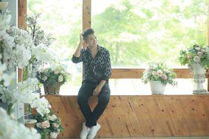 Trịnh Sơn: Từ cầu thủ bóng đá đến ca sĩ của bài hát Cha đầy cảm xúc