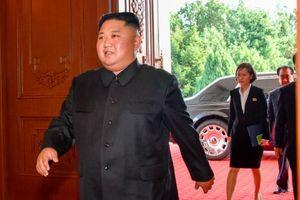 Lãnh đạo Triều Tiên bất ngờ xuất hiện cùng xe sang bọc thép mới
