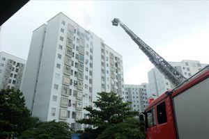 Cháy ở chung cư 12 tầng, 1 căn hộ bị thiêu rụi