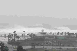 Siêu bão 'quái vật' Michael đổ bộ miền nam nước Mỹ với sức gió 250km/h
