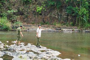 Thi thể phụ nữ bị kẹt ở khe đá trên sông Krông Năng, Đắk Lắk