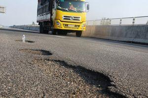 Cao tốc Đà Nẵng - Quảng Ngãi hư hỏng vì chất lượng thi công
