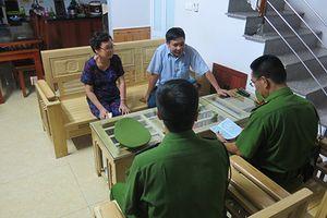 Lộ mặt tội phạm trong quá trình kiểm tra hộ khẩu