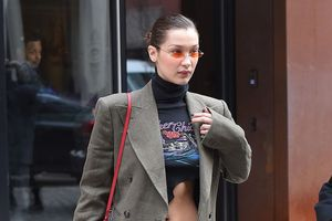 Bộ sưu tập suit phong phú của siêu mẫu Bella Hadid