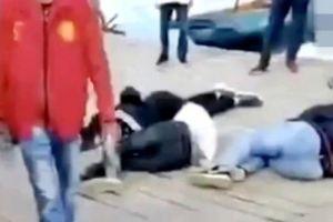 Khách Trung Quốc bị đánh vì ném vỏ hạt dưa xuống hồ