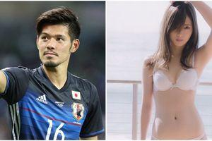 Thiên thần nội y bị fan nam đe dọa vì lọt mắt xanh cầu thủ điển trai Nhật Bản