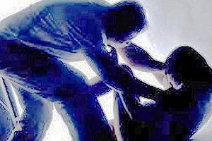 Bắt nhóm đối tượng chở bé gái 15 tuổi vào khu vực vắng để hiếp dâm