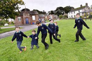 Kỳ lạ ngôi trường nhỏ nhất nước Anh chỉ với 6 học sinh