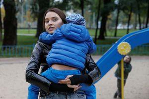 Hoa hậu Ukraine 2018 bị tước vương miện vì đã làm mẹ