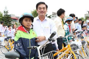 Trao quà cho học sinh nghèo tỉnh Thái Bình