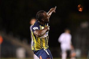 'Tia chớp' Usain Bolt ghi cú đúp ở giải bóng đá Úc