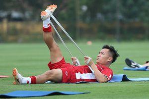 QBV Đinh Thanh Trung: 'Tuyển Việt Nam không bị áp lực từ U23'