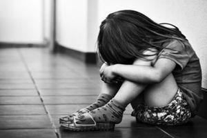 Tới nhà bạn nhậu, hiếp dâm cháu gái 5 tuổi