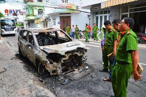 Xe du lịch 7 chỗ bị đốt thành than trong đêm, nghi do mâu thuẫn làm ăn