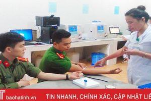 2 chiến sỹ Công an Hà Tĩnh hiến máu hiếm cứu bệnh nhân
