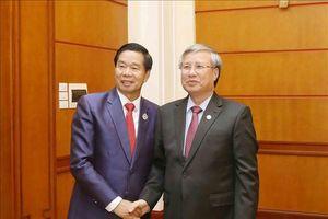 Đồng chí Trần Quốc Vượng tiếp Đoàn đại biểu cấp cao Thủ đô Viêng Chăn