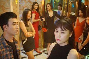 'Hạt sạn' hài hước trong phim Quỳnh búp bê