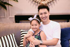 Mạnh Trường cùng con gái tham dự show thời trang Thu Đông 2018 Tomorrowland