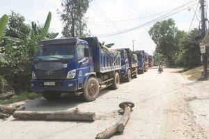 Thừa Thiên Huế: Dân lập rào chắn 'cấm' xe tải lưu thông vì ô nhiễm