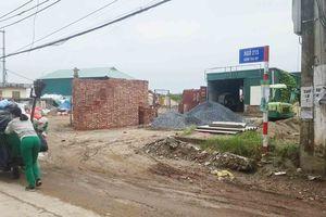 Gia Lâm – Tp. Hà Nội: Bãi rác, kinh doanh vật liệu xây dựng 'án ngữ' trước mặt trụ sở UBND thị trấn Trâu Quỳ