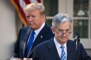 Chứng khoán Mỹ tồi tệ nhất kể từ tháng Hai, ông Trump 'khiêu chiến' với FED