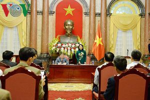 Quyền Chủ tịch nước gặp mặt những tấm gương nông dân xuất sắc