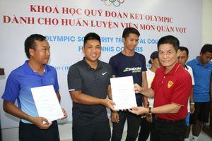 Dàn HLV quần vợt Việt Nam hoàn thành khóa học chuẩn quốc tế