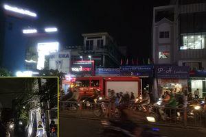 Cháy nhà 4 tầng ở đường Phan Văn Trị, người dân hoảng loạn
