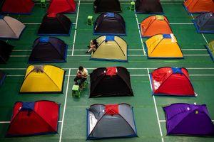 1.000 phụ huynh Trung Quốc ở 'lều tình yêu' tiếp sức con vào đại học